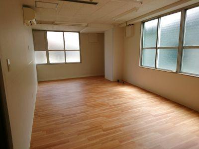 完全個室。会議や打ち合わせはもちろん、スタジオとしてもお使いいただけます。 - 綿谷ビル