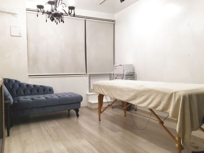 白と黒を基調としたデザイナーズルーム3部屋からお選びいただけます。 - レンタルサロンaMieu麻布十番