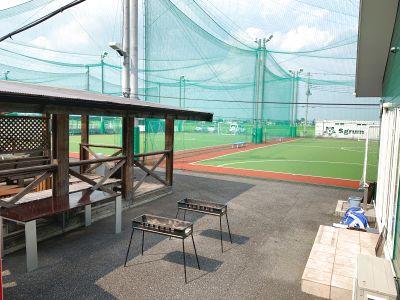 川越市にあるBBQスペースです。併設しているフットサルコートでフットサルをはじめ野球や陸上、野外ヨガなどもご利用可能! - スグラムフットサルスタジオ