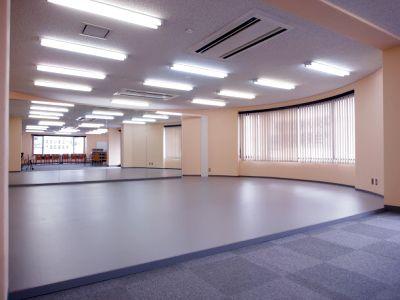 駅近1分の明るいスタジオ。大きな鏡壁、バレエバー、ヨガマット完備ですぐにヨガ、ダンスのレッスンが始められます! - スタジオエール