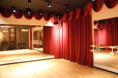 劇場のような内装のお洒落な完全防音ダンススタジオ! - StudioCherryTree