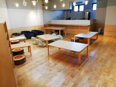 キッチン付小上がり貸切スペースです。ちゃぶ台が置いてあり、お子様連れのイベントやヨガ会などに最適です。 - 第3弘道プラザ