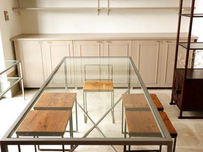 大きなガラス張りになっており、180cm×80cmのガラストップの大きなテーブルがあるので6人〜8人のお稽古に使用できます。 - space・沈丁花