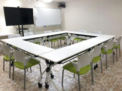 駅に近く利用しやすい!会議やミーティング・セミナーのご利用できます。 - じもとの放送局 モトヤワタベース