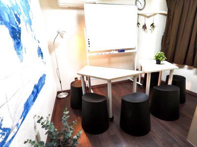 『ディス@一宮』【無料P有!/一宮駅徒歩2分!】●隠れ家的会議室●シンプルでオシャレなデザイン●8名収容 - ディス@一宮