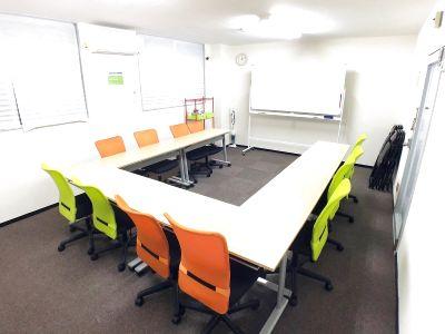 会議室、パーティー(飲酒)OK/リノベ済み/有線超高速光WiFi・高性能プロジェクターなど無料備品付き/おしゃれで快適スペース! - 気軽に自由空間 本町