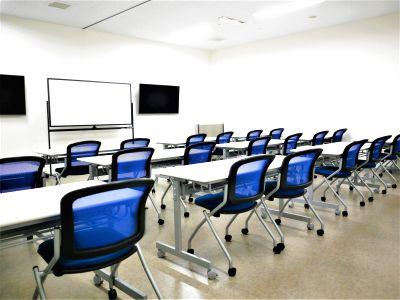 【拝島】複合施設内で便利!小規模セミナーや講演会にもおすすめの貸し会議室(24名) - NATULUCK拝島