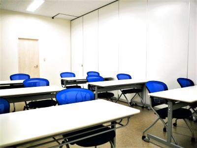 【拝島】複合施設内で便利!社内会議やミーティングにおすすめなコンパクトで使いやすい貸し会議室(12名) - NATULUCK拝島