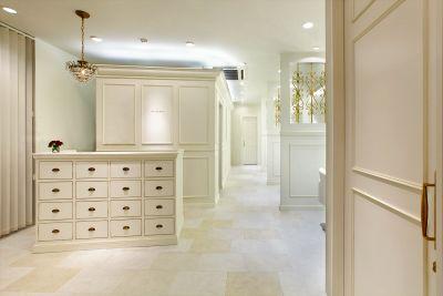 白を基調とした上品な内装の半個室美容室のセット面RENT♪自由通り沿いの明るい路面店♪フリーランス美容師の方に♪ - ビューティーサロン マルベリー