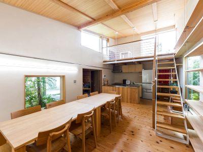 現代町家の一戸建てを貸切です。無垢材のフローリングで吹抜大空間のキッチン付スペースです! - 小倉町家