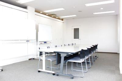 研修室・会議室!商談取引、各種スクール貸しオフィスなどにも利用できます! - レンタルスペースどっとこむ