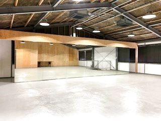 倉庫をフリースペースに改装し広々開放的な多目的スペース  - 株式会社 クレスト