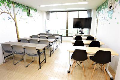 京都 西大路駅徒歩4分の中規模会議室・55型大型テレビ常設に最大20名まで使用可能で会議やスクールなど多彩な用途で使用できます☆ - iランドん 西大路駅前八条
