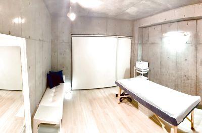 駅から徒歩2分、完全貸切プライベート空間へご案内が可能です。麻布十番エリアで3部屋をご提供していますので、予約が取りやすいです。 - レンタルサロンaMieu麻布十番