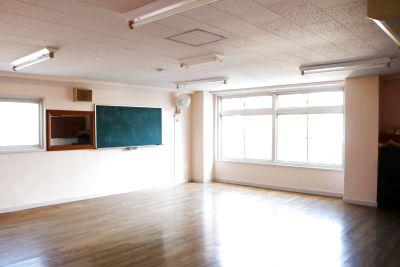 旧保育室。日当たり良好。広く使えます。お子さま歓迎! - こひつじ国際共育センター