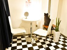 サロン以外にも、完全個室なので、カウンセリングも最適なプライベート空間です。 - アップトーンキャリアン