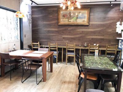 Roku 6 Cafe