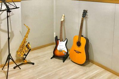 お一人さま、少人数での楽器練習、録音や動画撮影などに最適な防音スタジオです。 - PSQ studio
