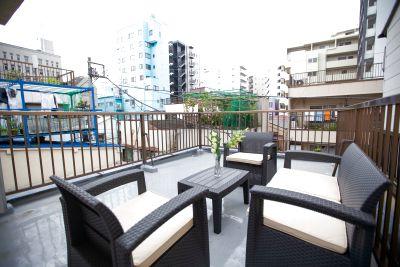 最大4名まで利用できるソファー&テーブルセット。 天気のいい日はリラックスできる場所です。 撮影、ミーティング、お茶会等に。 - 東京・王子「アイビーカフェ王子」