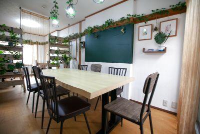 約90㎡(屋上含む)の一軒家をまるごと利用できるプランです(2階固定席スペースのみ除きます。) - 東京・王子「アイビーカフェ王子」
