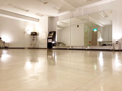 ダンススタジオ is
