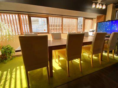 戸田公園駅徒歩1分。語れる会議室「さぼり場テーブル」 - さぼり場