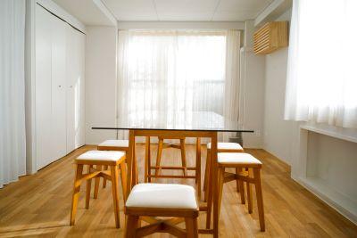 採光面が3面あり明るく清潔感があり換気がとても良いです。床も無垢のフローリングでとても良い雰囲気です。 - +add