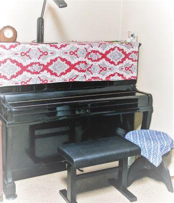 アップライトピアノご自由に 弦、木管楽器などの練習、室内楽の練習などに ピアノを弾いてみたいお子さんも! - Como House 国分寺