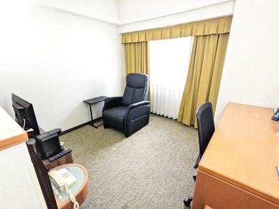 【ワークスペース】ホテルの1室を利用したコンパクトなワークスペース。駐車場無料 - GRGホテル那覇東町
