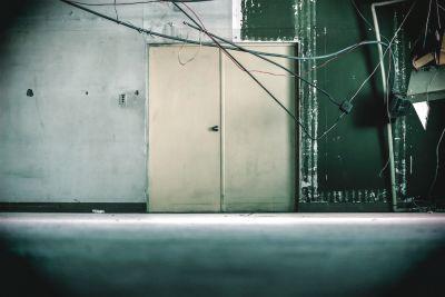 コスプレ撮影、MV撮影、ドラマやCMなどのロケ地に最適なスペース - えこてん廃墟スタジオ