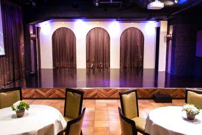 発表会最適!大型ステージと特殊照明が特徴の劇場風の会場♪ - パセラリゾーツ横浜関内店