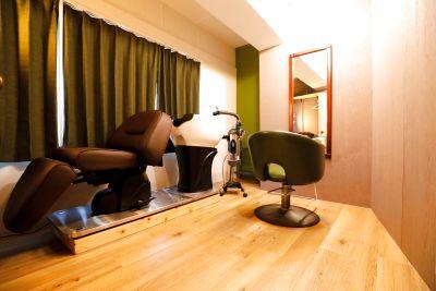 個室のプライベートサロンです! フルフラットシャンプー台・スチーマー・タオルウォーマーも完備。3個室のサロン貸し(1h5000) - 個室のレンタル美容室