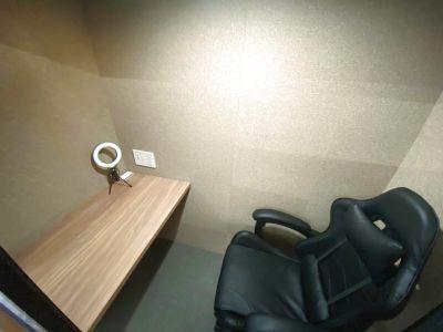 新宿駅徒歩1分!テレワーク!WEB会議!!Wi-Fi・電源完備!完全個室!デザイナーズスペース🌈 - RemoteBOX新宿南口店