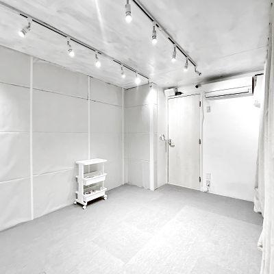 個室で遮音が効く楽器やダンスの練習やレッスンなど、会議室やパーティなどにも使いやすい小さなレンタルスペースです! - space sumini