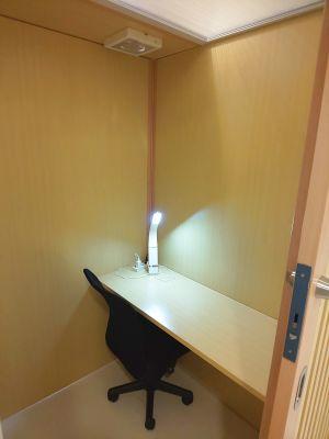 Web会議に最適、個室タイプのブースです。 - 所沢ノード シェアスペース