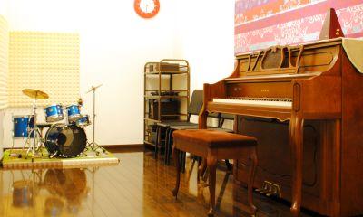 ピアノ・キッズドラム完備!個人練習・アンサンブル・音楽教室[駐車場完備] - レンタルスタジオ川和ONE