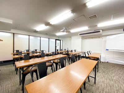 プロジェクター無料!スクール形式21名着席 - 渋谷ワールド宇田川ビル