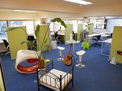 東大和市初のテレワークレンタルスペースは、清潔快適・室内広々・換気良好・休憩室無料・リラックスグッズ無料、仕事効率がアップ。 - グリーンビル「グリーンオフィス」