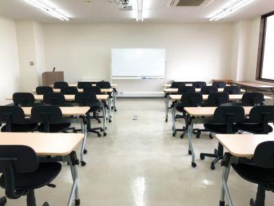 36名まで使用可能。プロジェクター・Wi-Fi完備!大きな窓が気持ちが良い会議室 - キャピタル中山