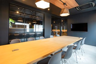 ⭐️8月OPコワーキングの会議室⭐️定員10名広々会議室/高速Wi-Fi/大型モニター無料/ホワイトボード<いいオフィス新大阪> - いいオフィス新大阪