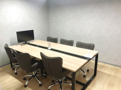 オンライン会議OK!収容人数までゲスト無料!Wi-Fi/電源・フリードリンクなど完備の快適な6名会議室です♪ - いいオフィス南越谷