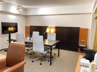 ホテル10階にある最大5名利用のミーティングルーム 会議・オフサイトミーティング・テレワーク・web会議に。駐車場無料 - GRGホテル那覇東町