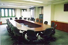 本格的なオーバルテーブルが用意された会議室 - 廣東會館倶樂部