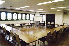 セミナー等、多目的に利用できる会議室。パーテションで2分割可能 - 廣東會館倶樂部