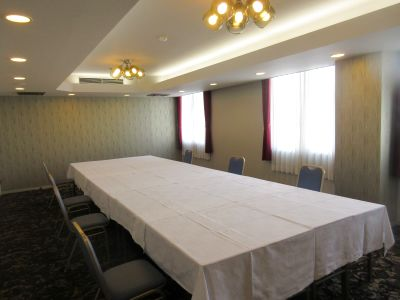 ・平面無料駐車場(70台)完備  ・ホテル8階にある小会議室です - 広島ダイヤモンドホテル