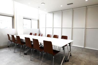 地域のサークル活動、お打合せや会議まで多目的に利用できるレンタルスペースです。 - CAFE&SPACE L.D.K