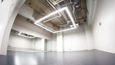 撮影,ライブ配信・ダンス・ヨガ等、様々なご利用が可能な装飾の無いニュートラルな防音スペースです!51㎡ / 駅から30秒 - StreetDancePark