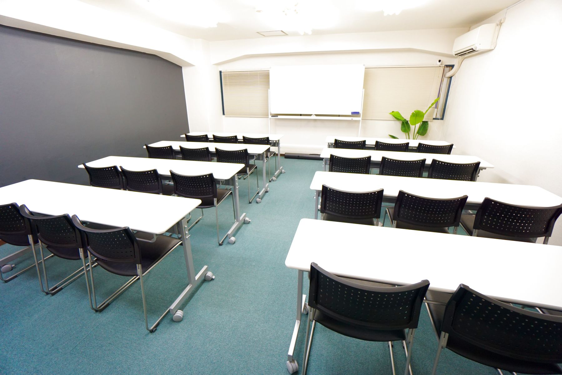 【ホルン会議室】 プロジェクタ無料の貸し会議室♪の室内の写真 (1/12)