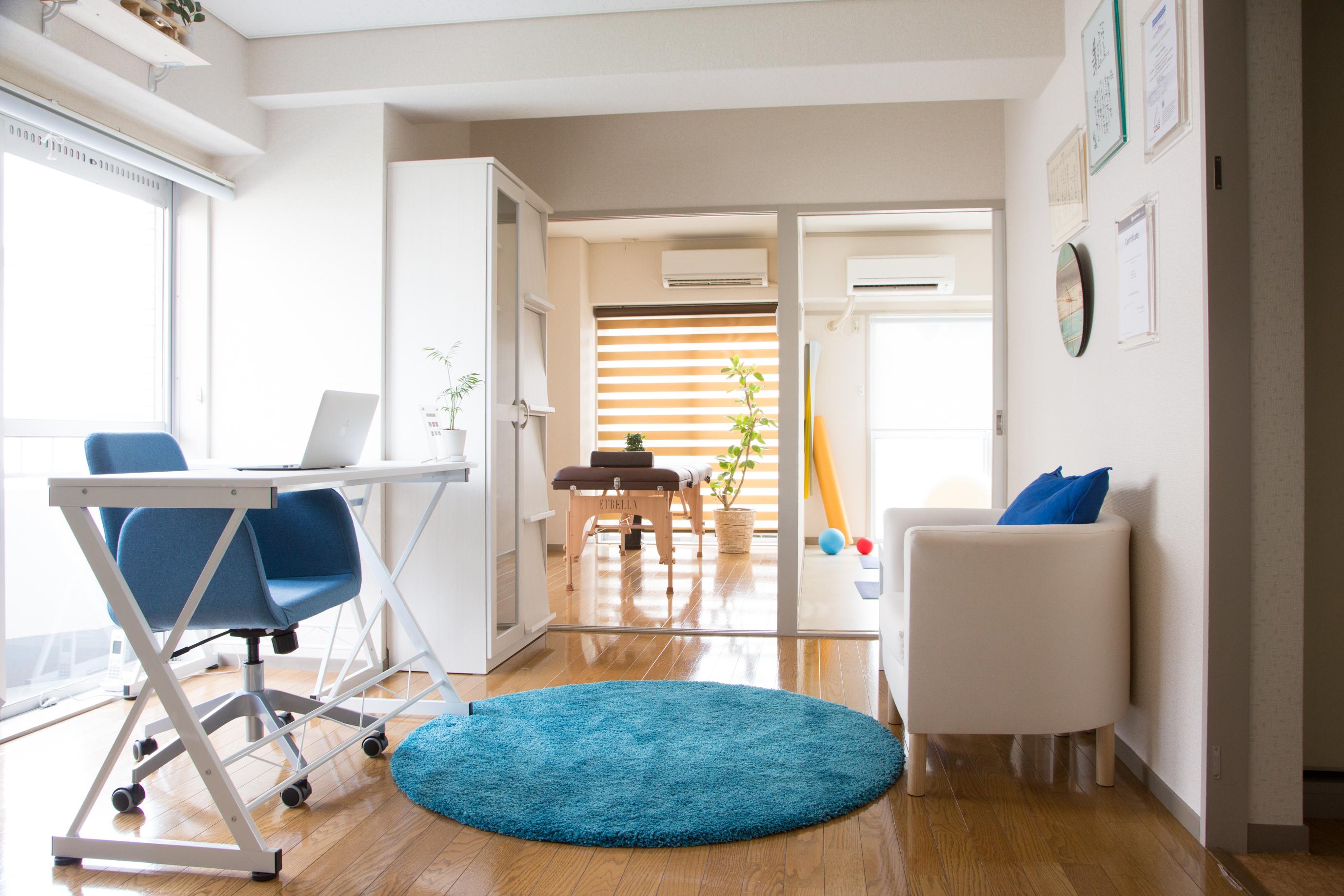 Tono's Room サロンルームの室内の写真