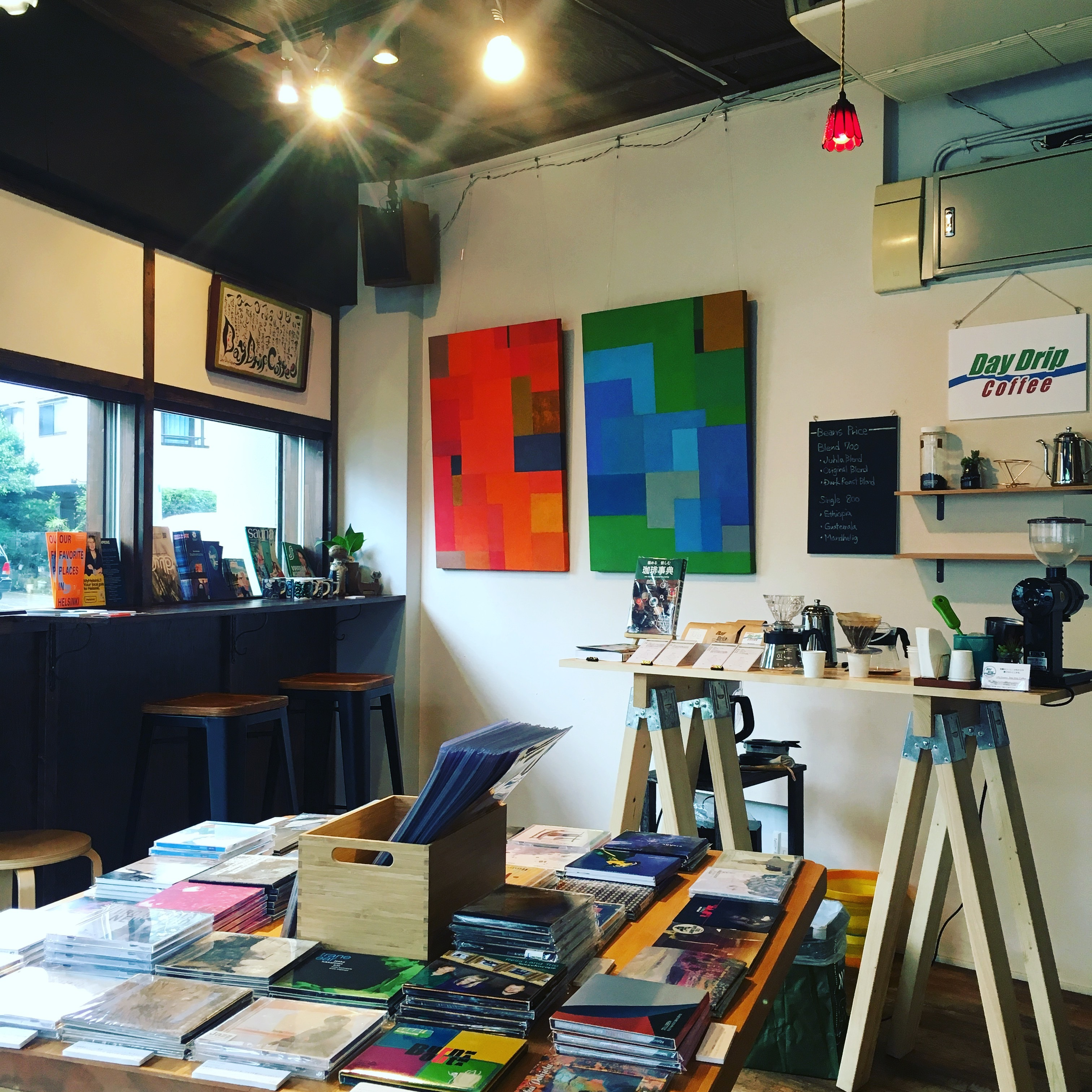 Juhla Tokyo 音楽とコーヒーの店の室内の写真
